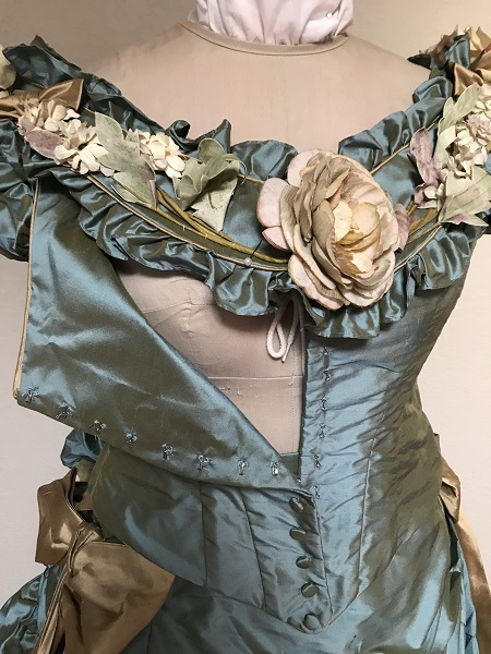 1870s Reproduction Blue Aqua Silk Bodice Opening.
